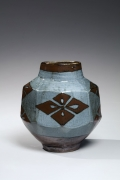 Kawai Kanjirō (1890-1966), Standing faceted vase decorated with iron oxide and gosu glazes