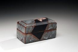 WAKAO TOSHISADA (b. 1933), Nezumi-shinoceramic box decorated with Rinpa-style iris