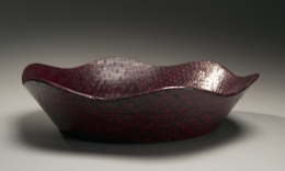 Maeda Masahiro (b. 1948), Undulating, low-sided round plate with black on red checkered patterning