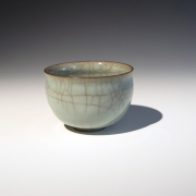 Miura Koheiji (1933-2006), Craquelure celadon-glazed sake cup