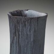 Katō Ryōtarō (b. 1974), Iron-oxide (Sabiguro)-glazedflower vessel