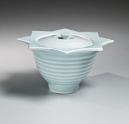 Yagi Akira (b. 1955), Covered, ribbed bluish-white (seihakuji) water jar (mizusashi) with concentric striations, and flattened mouth in the shape of two crossed squares