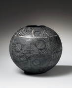 Yagi Kazuo, ca. 1960, black globular vase, Japanese ceramic, Japanese glazed stoneware, Japanese vase with inlaid white slip linear patterning