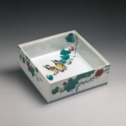Takegoshi, Jun, Takegoshi Jun, square, box, tits, birds, wild, grape, vines, porcelain, polychrome, kutani, enamel, glazed, red, negoro, lacquer, cover, contemporary, paintings, ceramics, porcelain, Japan, japanese, art, pottery, clay, japanese contemporary art, japanese ceramics, gallery, mirviss