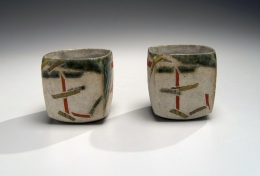 Wada Morihiro (1944-2008), Sake flask and matching cups with abstract designs