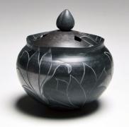 WAKAO KEI (b. 1967), Black smoke-infused incense burner with incised lotus patterning