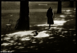 Suzanne aux Tuileries, 1974, 15-3/4 x 19-1/2 Toned Silver Gelatin Photograph, Ed. 20