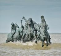 Men, 2018.Found bronze statues, 500 x 200 x 250 cm. Permanent installation.