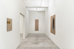 Installation view of The Stillness of Water by Kim Tschang-Yeul at Tina Kim Gallery, 9 Sep - 16 Oct 2021. Image courtesy of the artist's estate and Tina Kim Gallery. Photo © Hyunjung Rhee