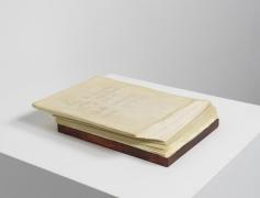 Leer es resucitar ideas sepultadas en el papel. Cada palabra es un epitafio., 1992, Mixed media