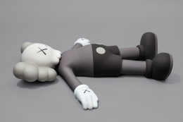 KAWS HOLIDAY (1) 2020 aluminum, paint