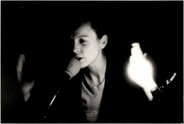 Laurie Anderson, Performance at Northwestern University, Closed Circuits for mic stand, 1979
