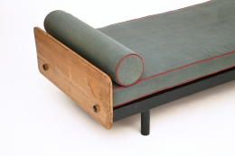 Jean Prouvé's daybed, detailed view of top and pillow