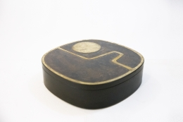 Jany Blazy's box, full diagonal view with closed lid