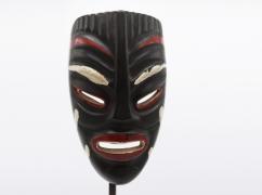 Jaque Sagan's ceramic mask, detailed view of face