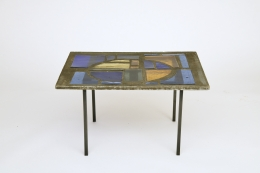 Jacques Avoinet's coffee table, straight front view from above