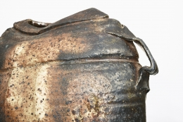 Rémi Bonhert's ceramic vase, detailed view