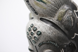 Jaque Sagan's ceramic mask, detailed view of top