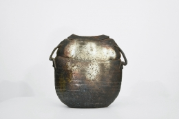Rémi Bonhert's ceramic vase, full straight view of the back