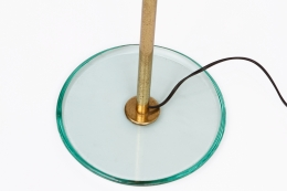 Max Ingrand/Fontana Artes' glass and brass floor lamp, detailed view of glass base