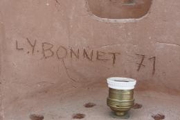 Bonnet table lamp signature detail