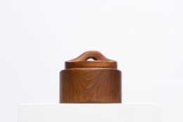 Alexandre Noll's wooden box with lid, full eye-level view