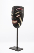 Jaque Sagan's ceramic mask, diagonal side view
