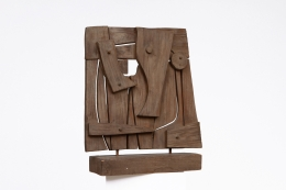 Ricardo Santamaria's wooden sculpture, diagonal front view