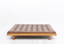 """Pierre Chapo's """"L01L Godot"""" daybed straight view"""