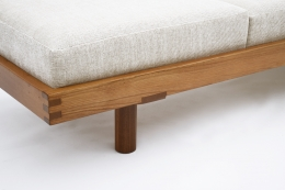 """Pierre Chapo's """"L09F"""" daybed detail view of base, leg and cushion"""