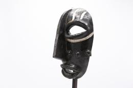 Jaque Sagan's ceramic mask, detailed view of side of mask