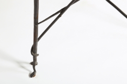 Les Archanges' side table detailed view of metal legs