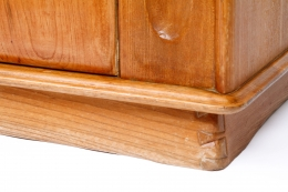 Schulz's sideboard, detailed view of base corner