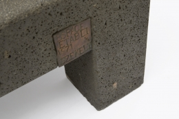 """Pierre Székely's """"Espace établi"""" sculpture, detailed view of metal plate with title, date and name"""