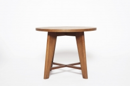René Gabriel's pedestal table front eye-level view
