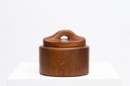 Alexandre Noll's wooden box with lid, full view with lid on