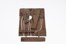 Ricardo Santamaria's wooden sculpture, full straight view