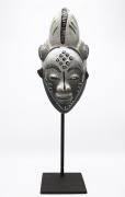 Jaque Sagan's ceramic mask, full front view