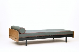 Jean Prouvé's daybed, full diagonal view