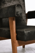 """Le Corbusier, Pierre Jeanneret & Jeet Lal Malhotra's """"Advocate and Press"""" pair of armchairs, detailed view of front and arm"""