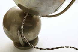 Oblet's table lamp, detailed view of back with wire