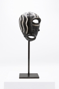 Jaque Sagan's ceramic mask, full front view with metal stand