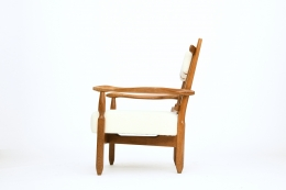 Guillerme et Chambron's pair of armchairs, side view of single armchair