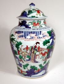 Fine Chinese Wucai Glazed Porcelain Vase and Cover