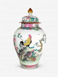 Superb Chinese Famille Rose Porcelain Vase and Cover
