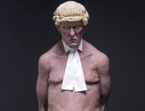 5 hjerter: Kviums cirkusudstilling er en politisk totalinstallation