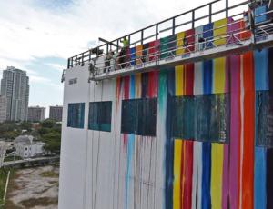Markus Linnenbrink paints mural in Miami