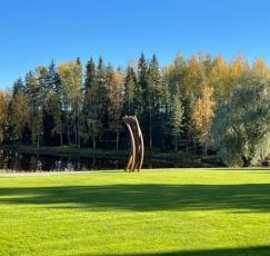 A sculpture by Bernar Venet in the Serlachius Museum Gösta's park