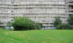 Three-story section of Robin Hood Gardens will be shown at Venice Biennale