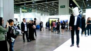 Art Basel Hong Kong Opens With Record Sale, Jeff Koons